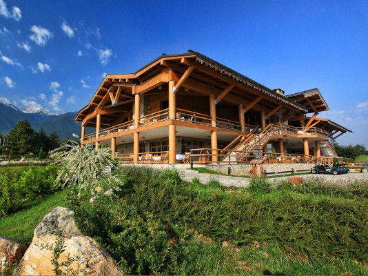 http://nicks-page.com/properties/wp-content/uploads/2014/09/Pirin-golf-ClubHouse2-wpcf_534x400.jpg